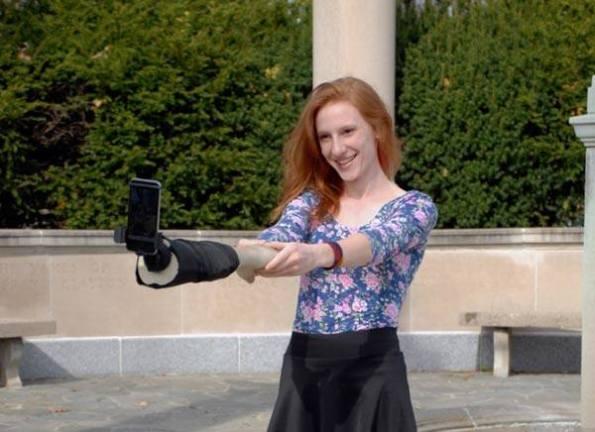 perche-selfies-arm-bras-coupe-iphone-smartphone-3
